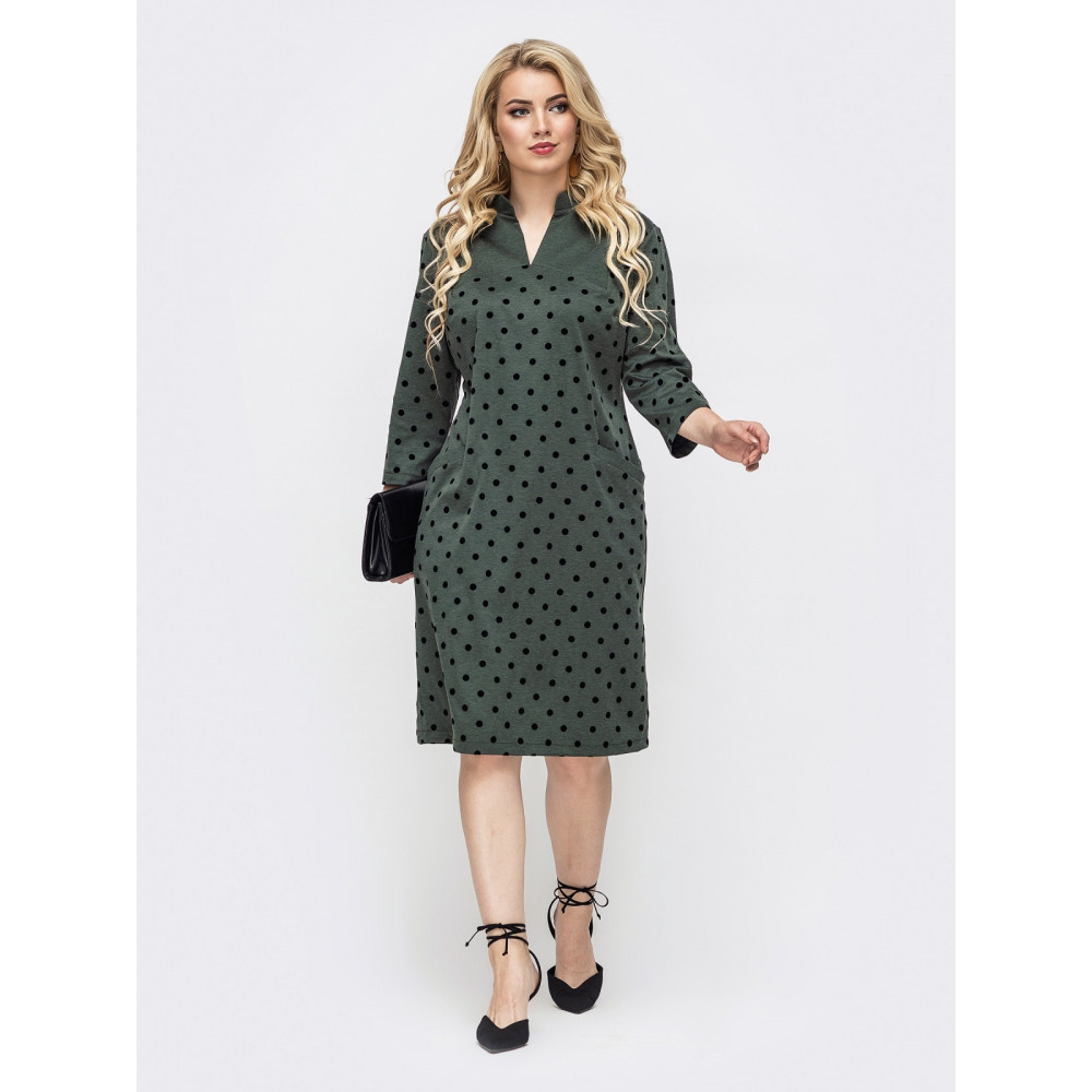 Зеленое офисное платье в горох фото 1