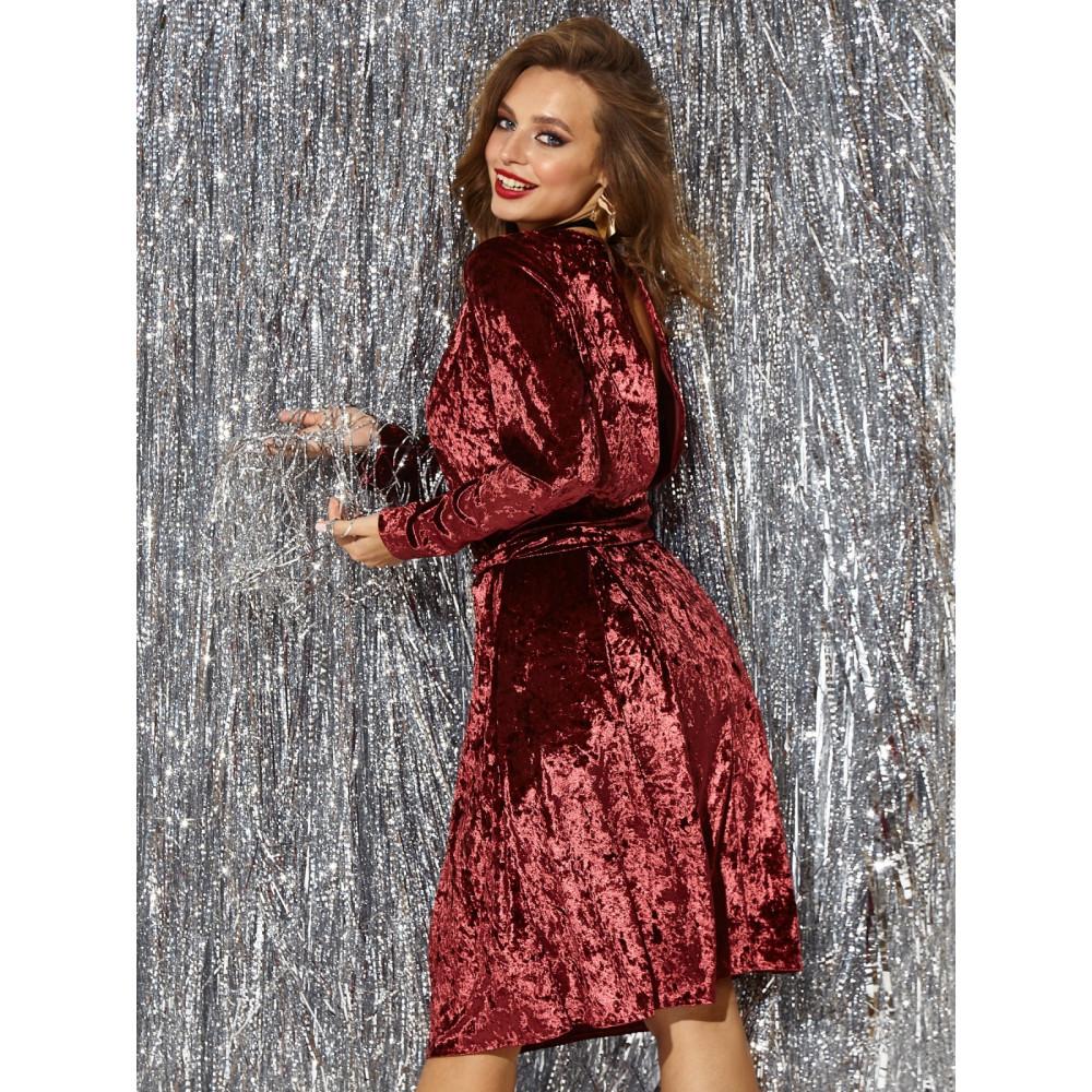 Бордовое коктейльное платье с вырезом на спинке фото 2