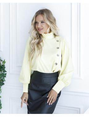 Жовта блуза з комірцем-стійкою і гудзиками