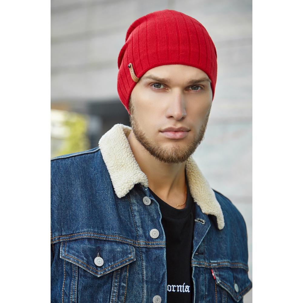 Красная мужская шапка Реал фото 1