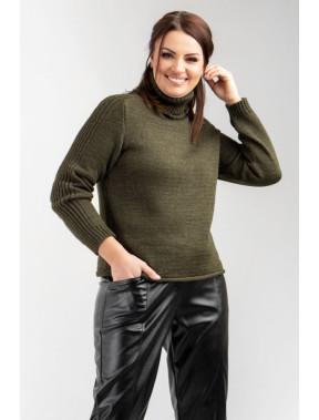 Зелений светр з високою горловиною