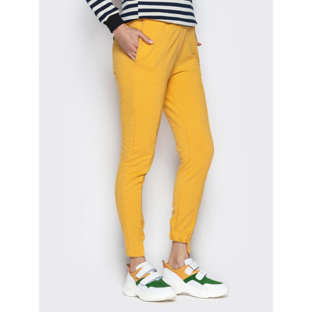 Зауженные брюки горчичного цвета на резинке фото 2