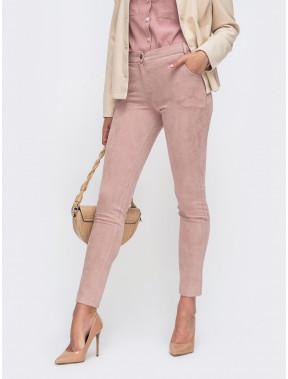 Розовые брюки из замши