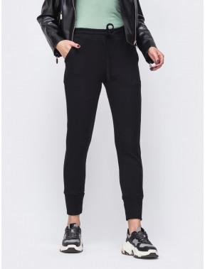Черные брюки в спортивном стиле