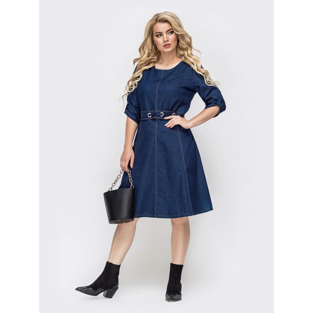 Джинсовое платье с интересным поясом фото 1