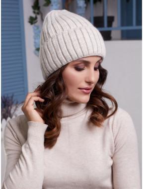 Вязаная бежевая шапка Лаура с флисом