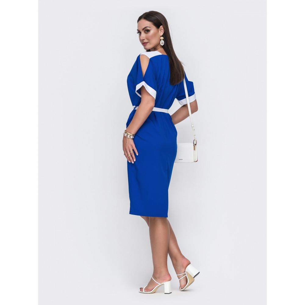 Лаконичное платье с контрастными вставками фото 2