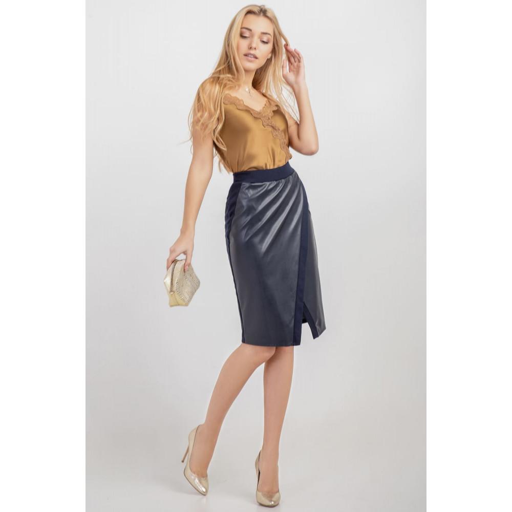Красивая юбка на запах синего цвета фото 2