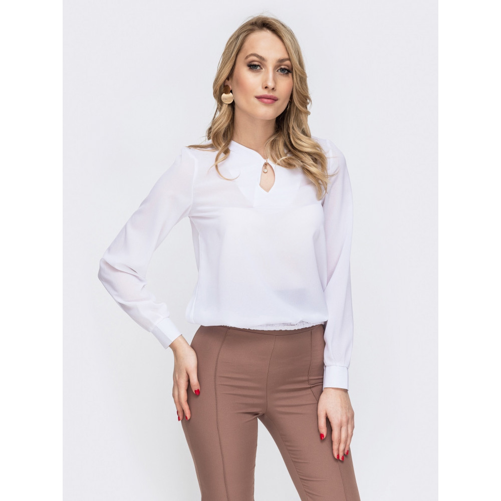 Белоснежная офисная блузка с вырезом-капелька фото 1