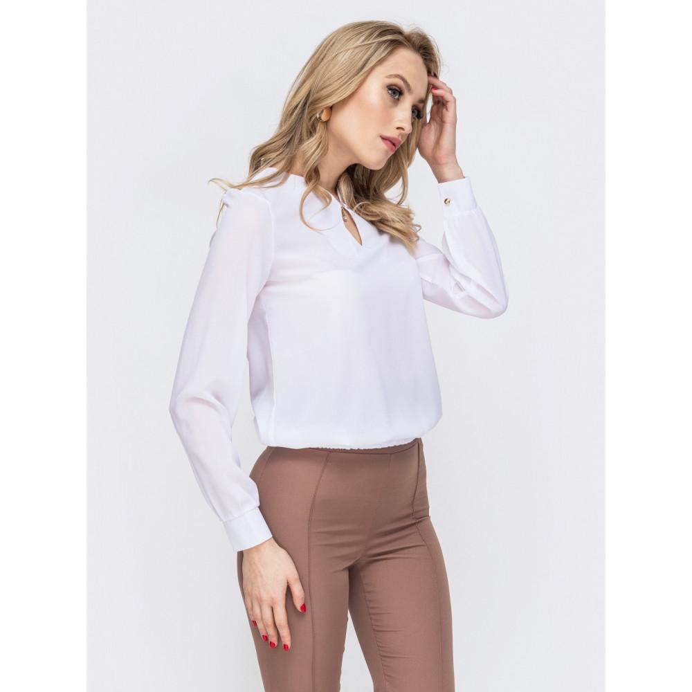 Белоснежная офисная блузка с вырезом-капелька фото 2
