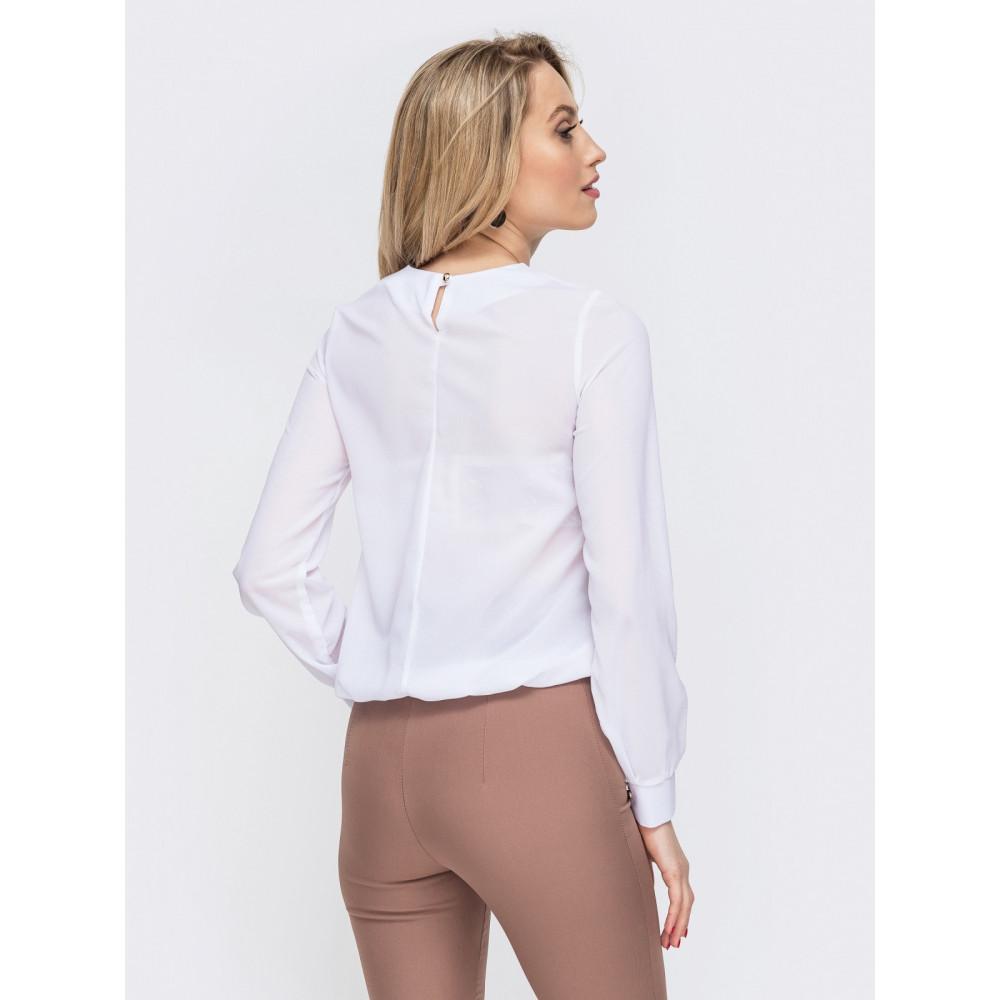 Белоснежная офисная блузка с вырезом-капелька фото 3