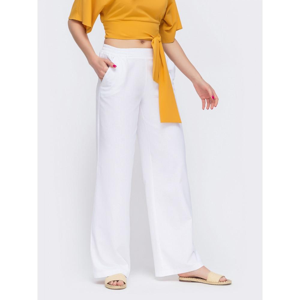 Белые льняные брюки-клёш с карманами фото 1