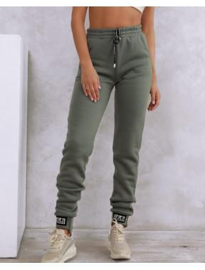 Стильні жіночі штани на зиму