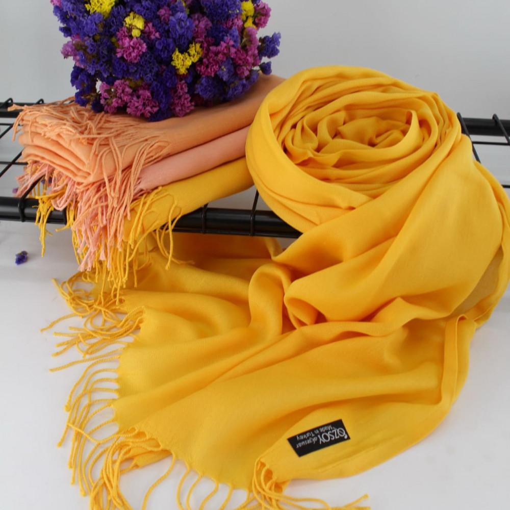 Желтый палантин с бахромой Луиза фото 1