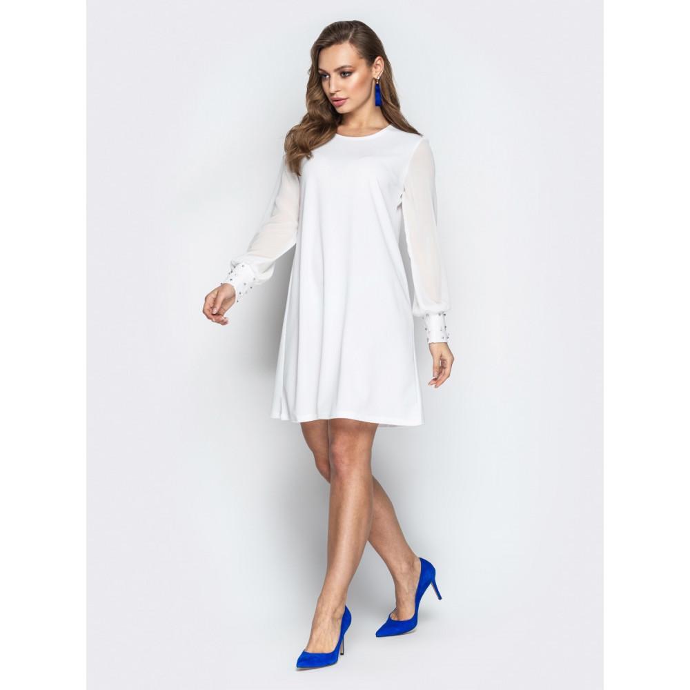 Белое платье-трапеция с жемчугом фото 2