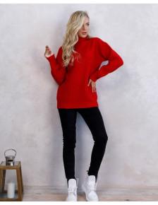 Удлиненный яркий светер с высоким воротником