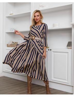 Оригинальное платье в полоску