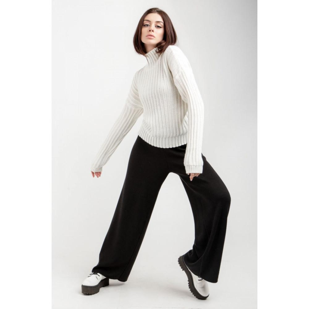 Белый свитер с вертикальным узором фото 2