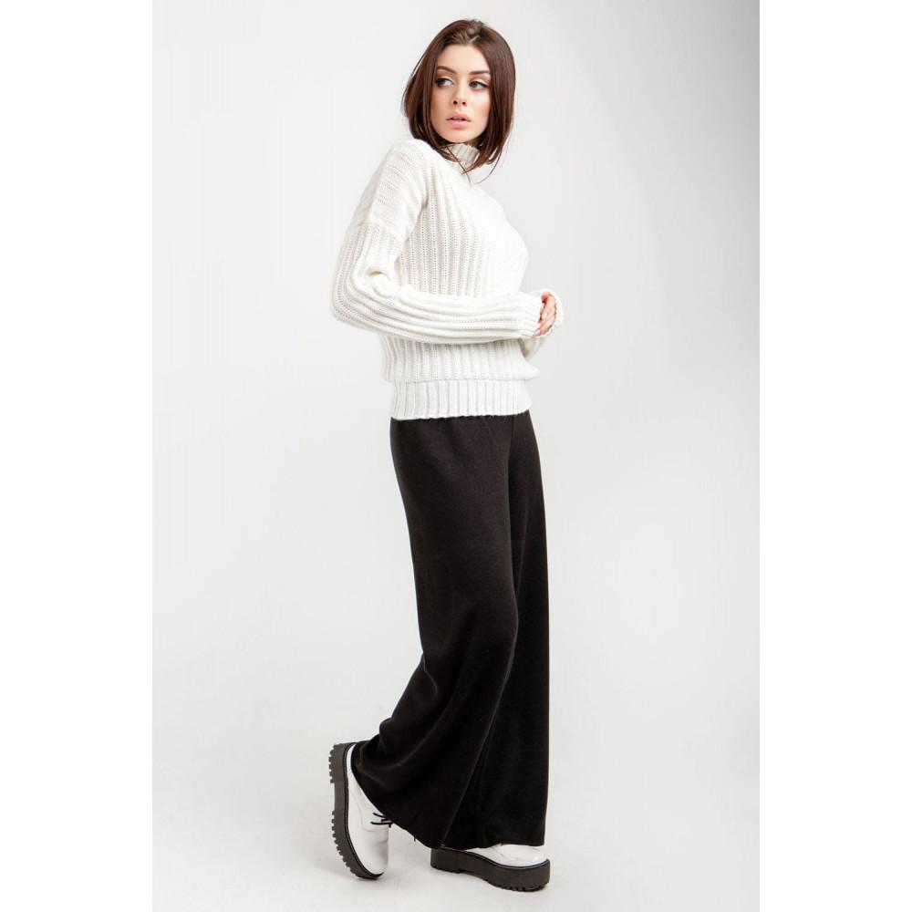 Белый свитер с вертикальным узором фото 3