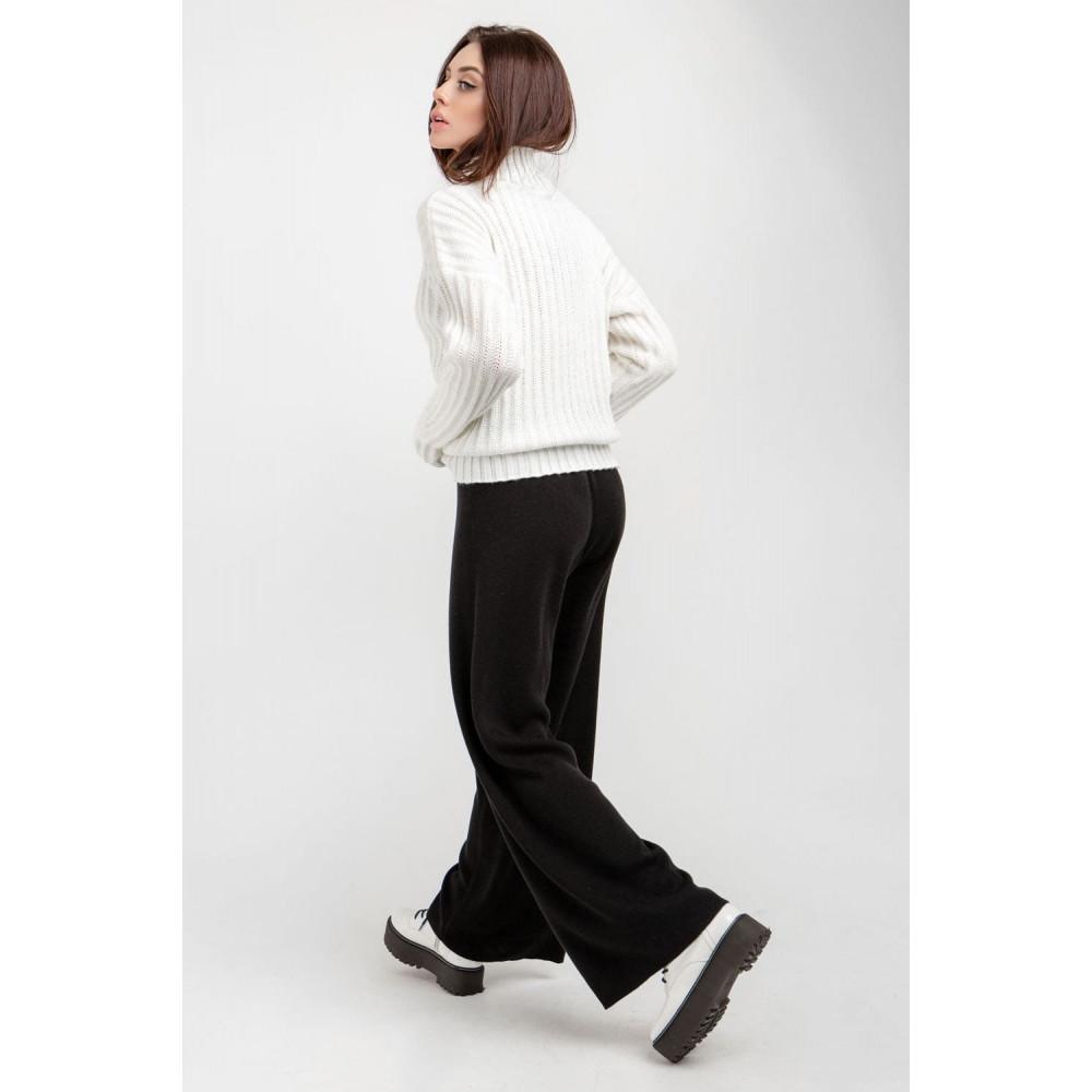 Белый свитер с вертикальным узором фото 4