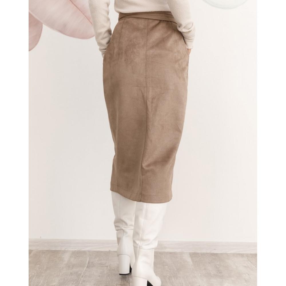 Бежевая юбка на запах из замши фото 2