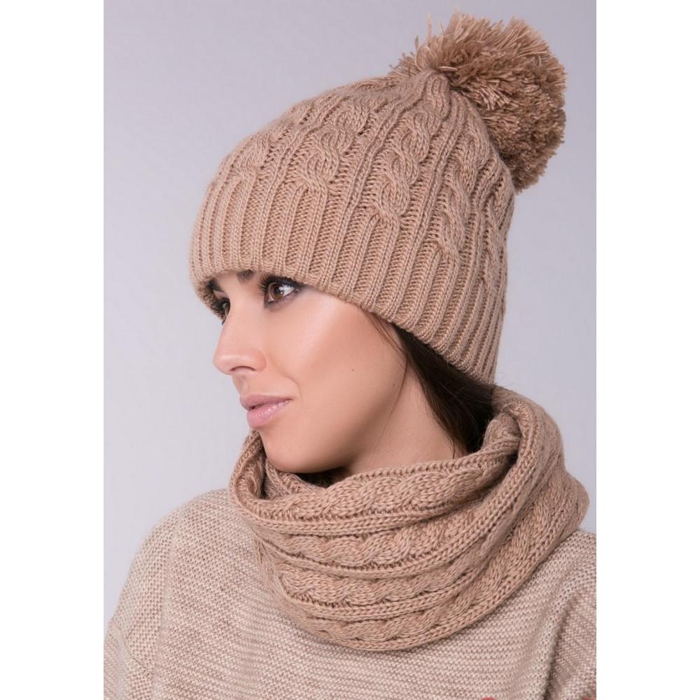 Женская шапка с помпоном фото 1