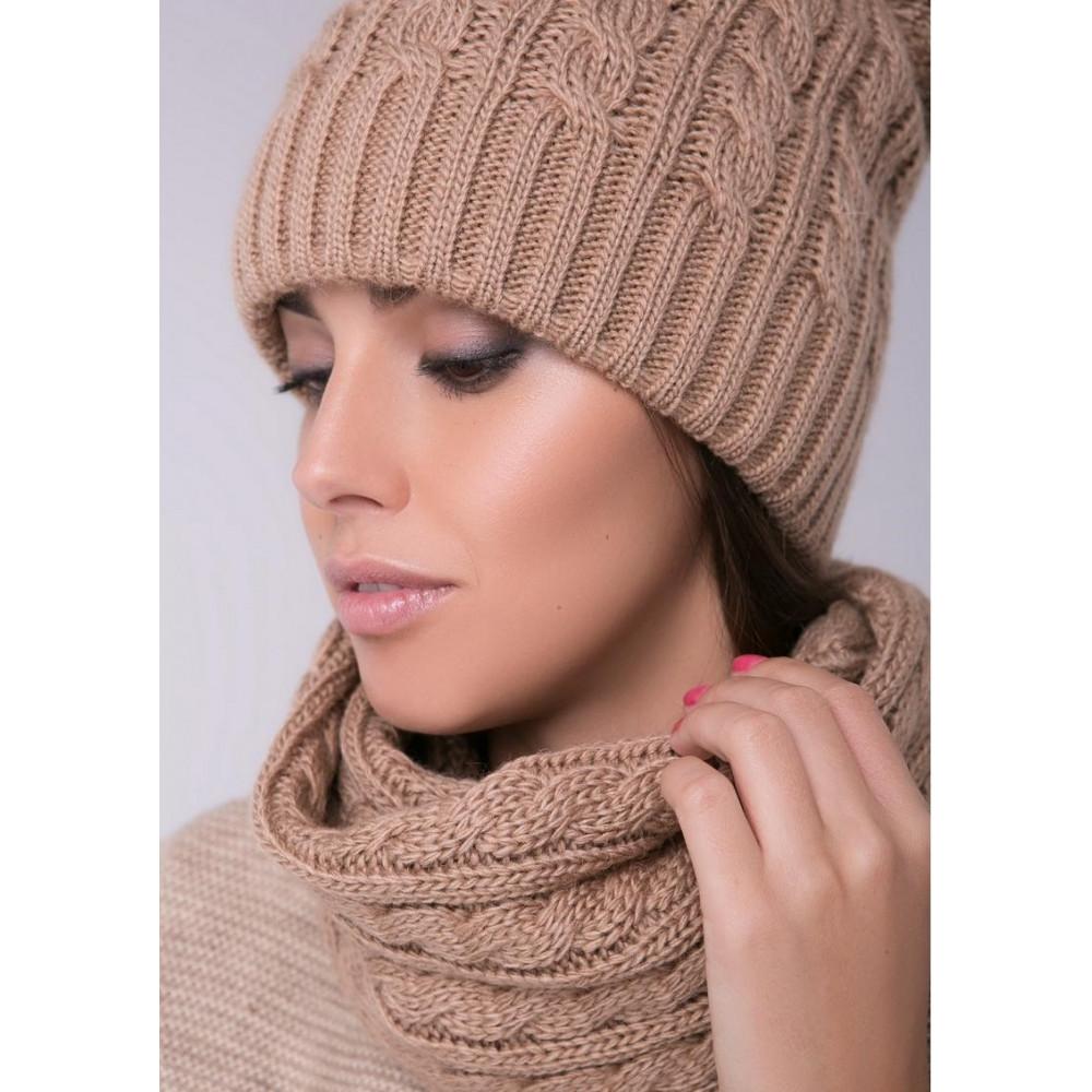 Женская шапка с помпоном фото 2