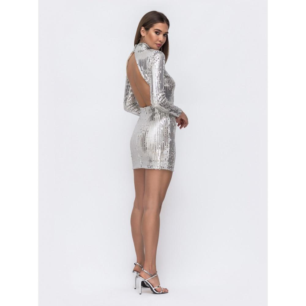 Блестящее серебряное платье-мини с открытой спиной фото 3