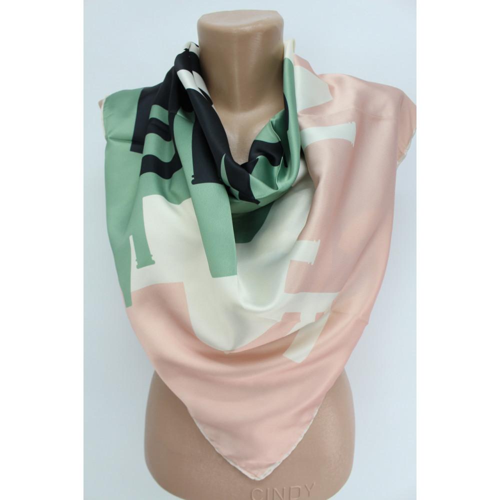 Интересный шелковый платок Chanel фото 2