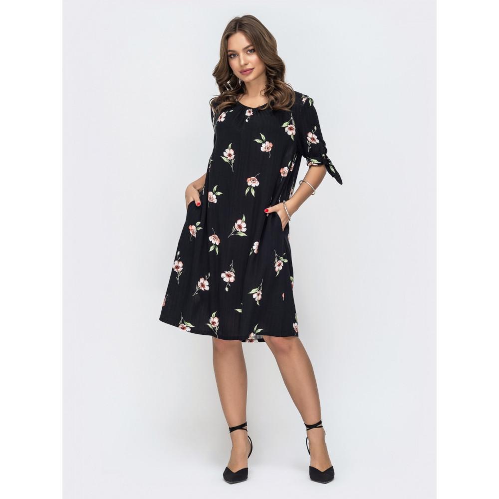 Женственное черное платье А-силуэта в цветы фото 1