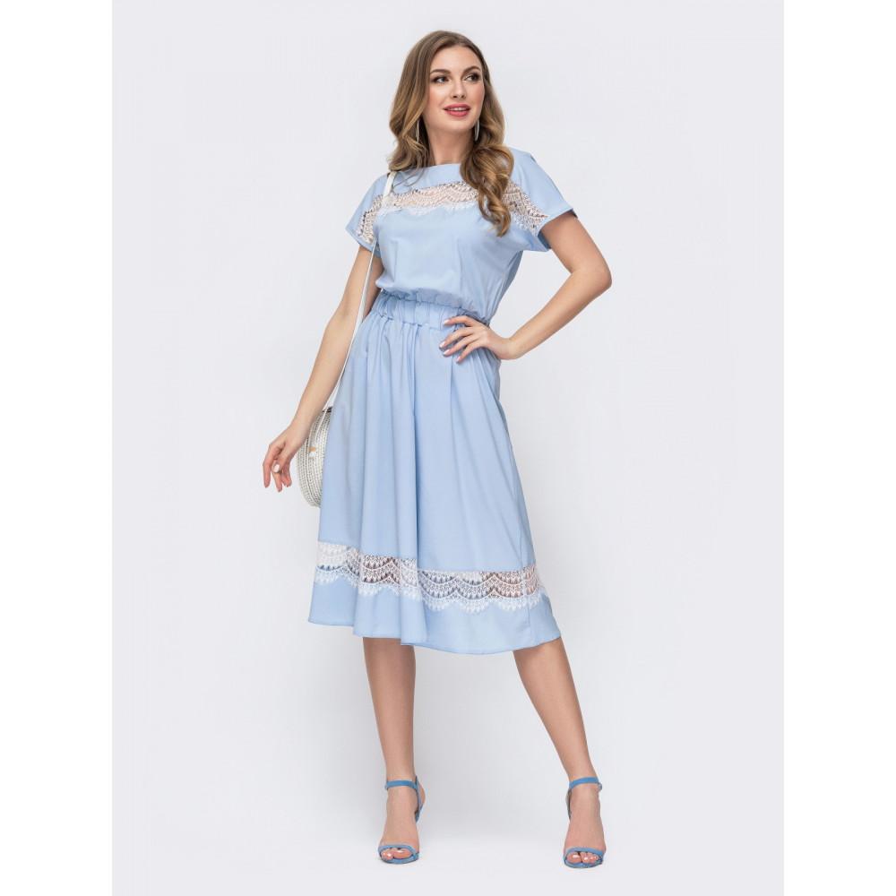 Интересное платье с вставками из кружева фото 1