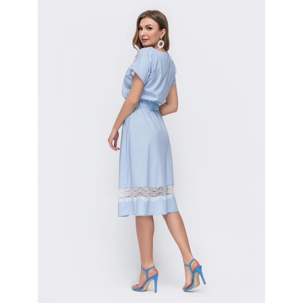 Интересное платье с вставками из кружева фото 2