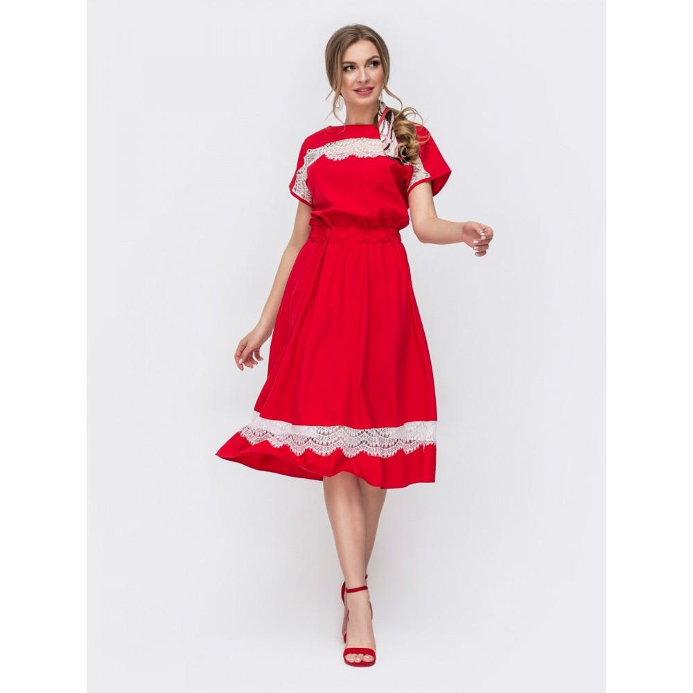 Красное платье с вставками из кружева фото 1