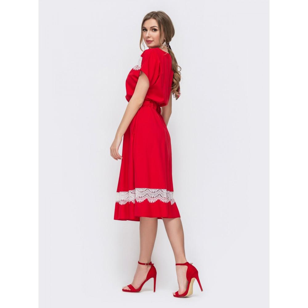 Красное платье с вставками из кружева фото 2