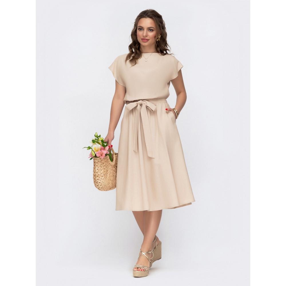Женственное платье с треугольным вырезом на спинке фото 1