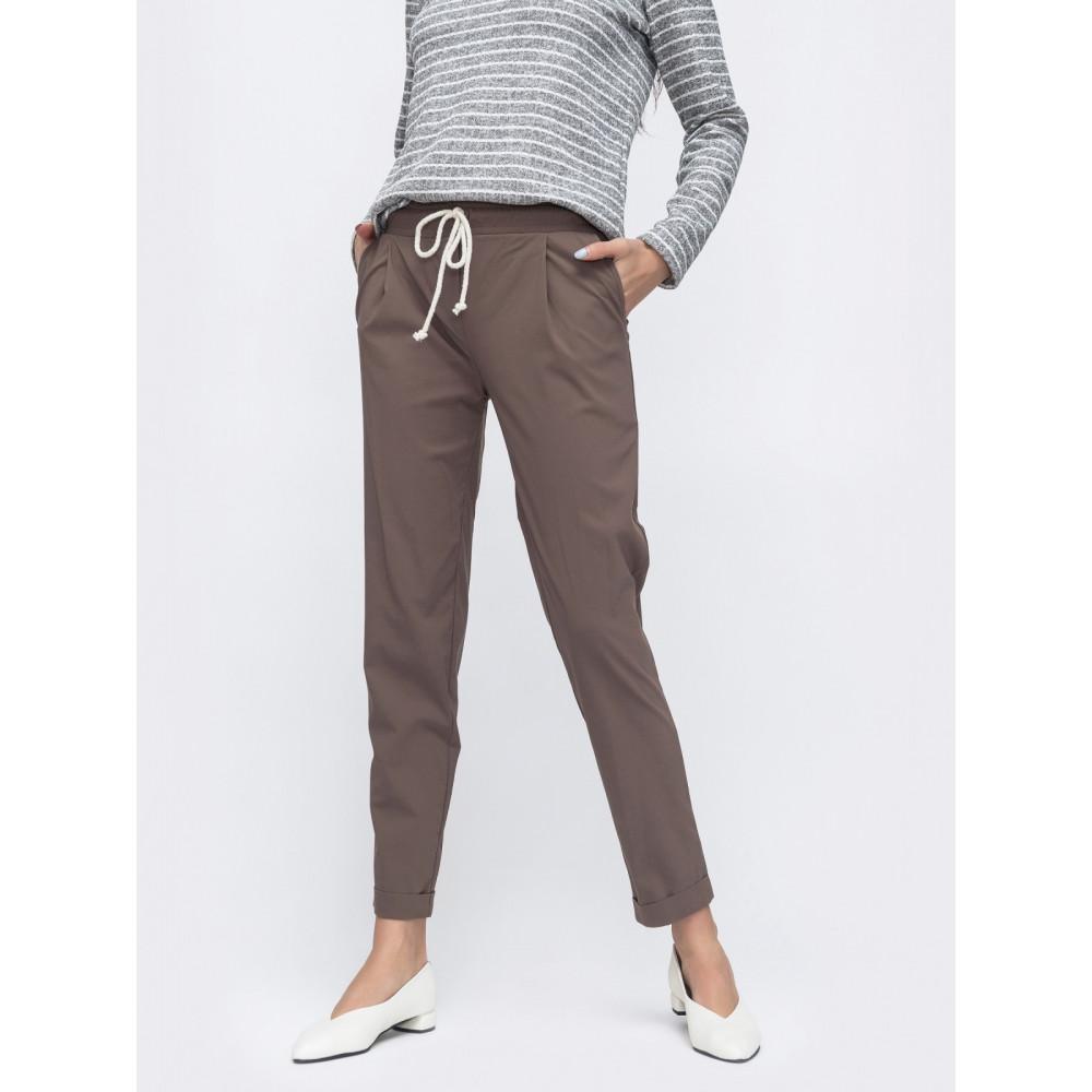 Интересные укороченные брюки зауженого кроя фото 1