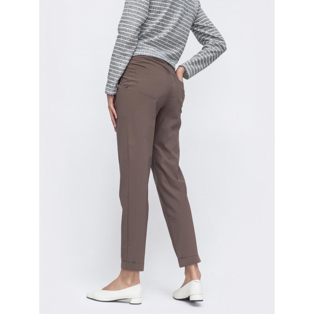 Интересные укороченные брюки зауженого кроя фото 2