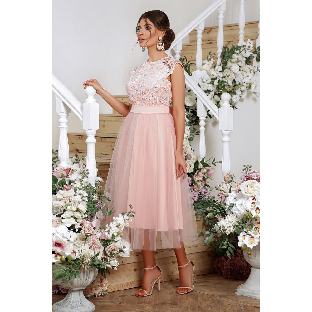 Нарядное платье с шикарным кружевом фото 2