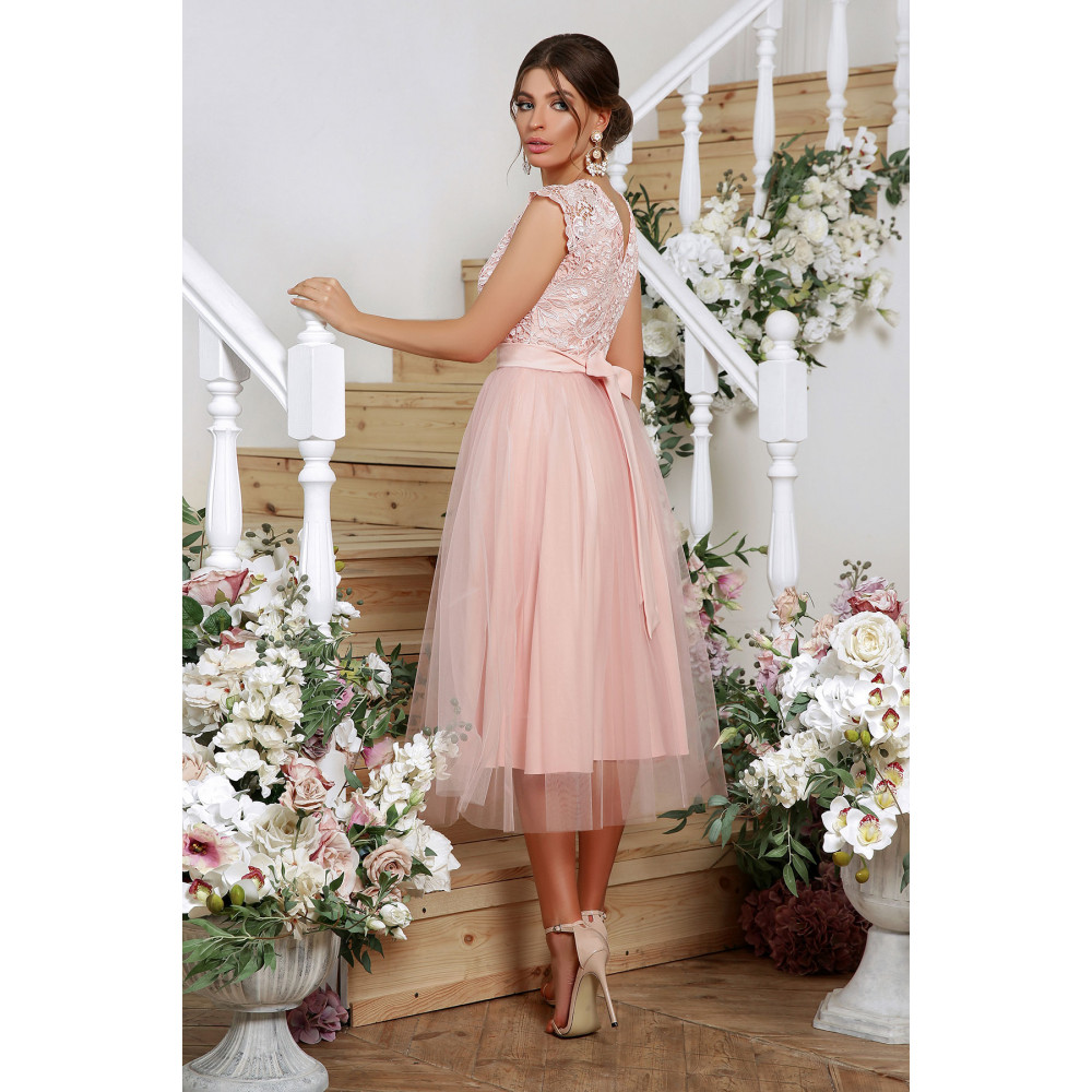 Нарядное платье с шикарным кружевом фото 4