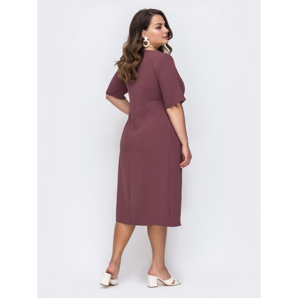 Женственное приталенное платье с фигурным вырезом фото 2