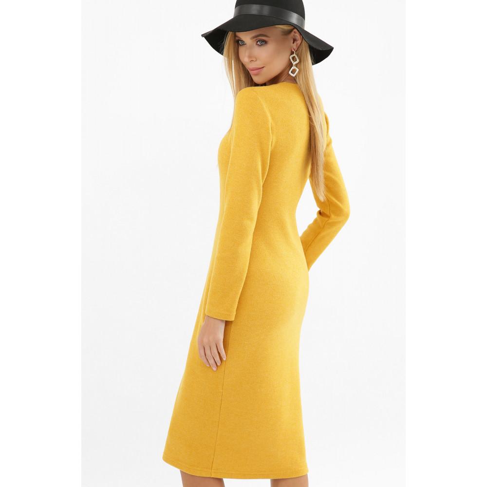 Горчичное платье с разрезом спереди Альвия фото 6