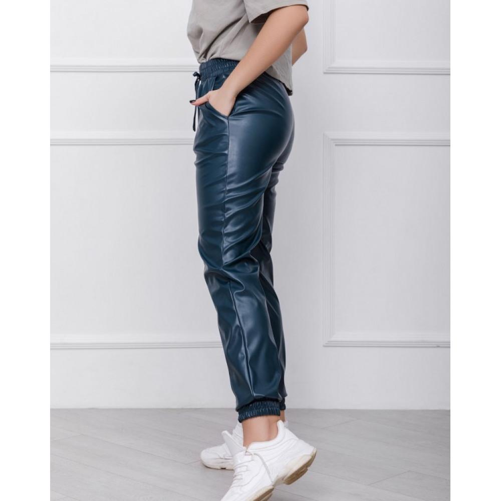 Зеленые брюки-джоггеры из эко-кожи фото 2