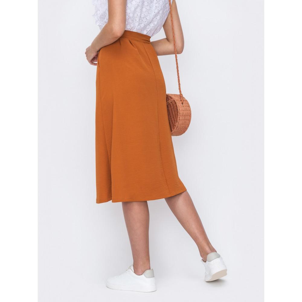 Базовая расклешенная юбка на пуговицах фото 2