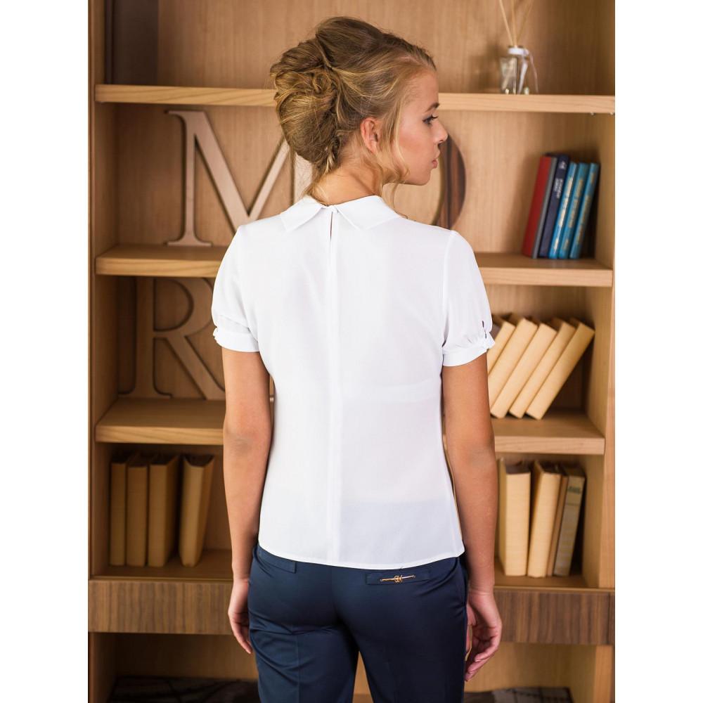 Классическая белая блузка с жабо и брошью фото 2