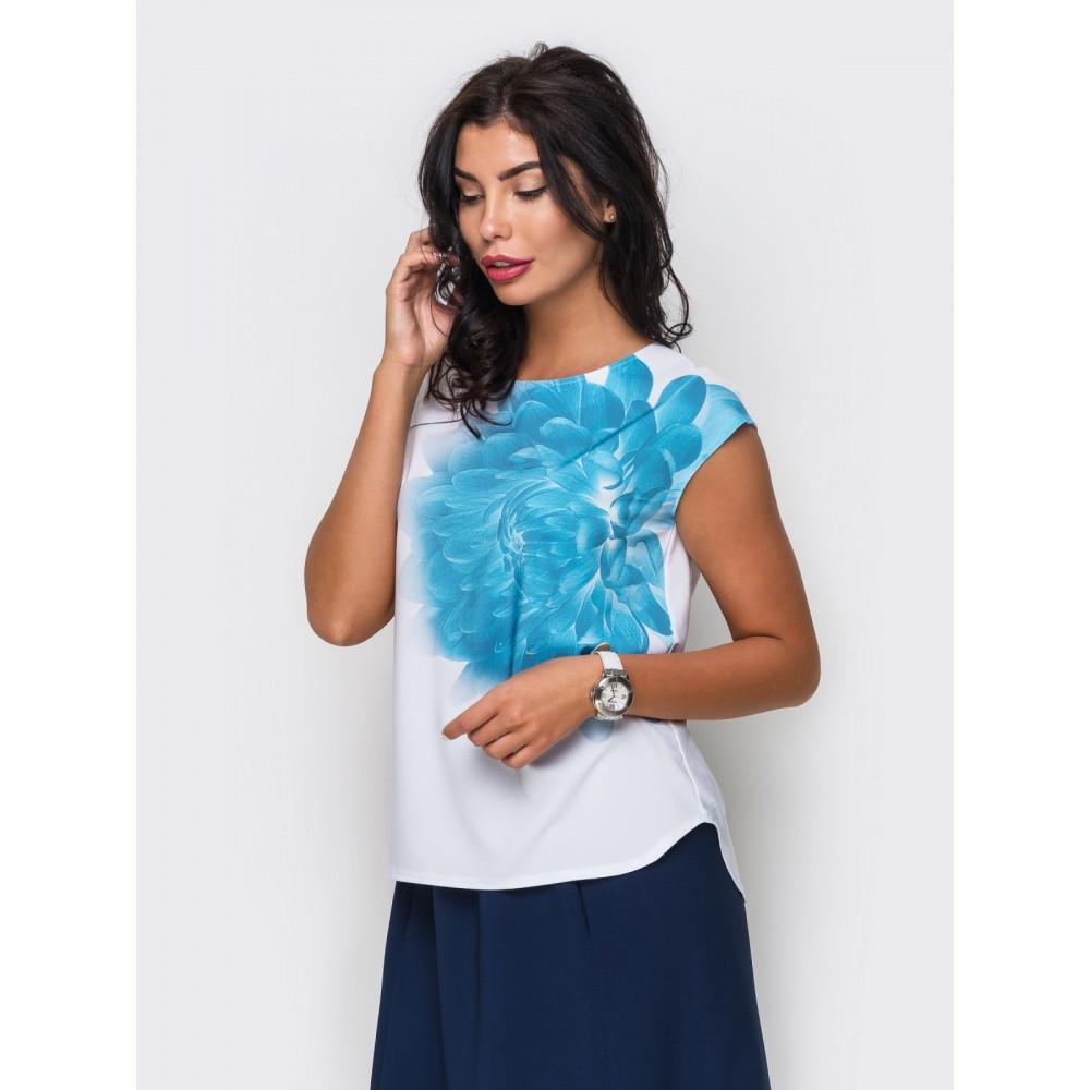 Легкая блузка с цветком на полочке  фото 1