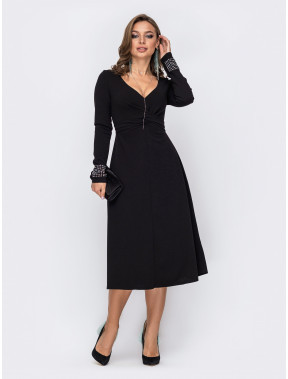 Чорна коктейльна сукня зі стразами на манжетах