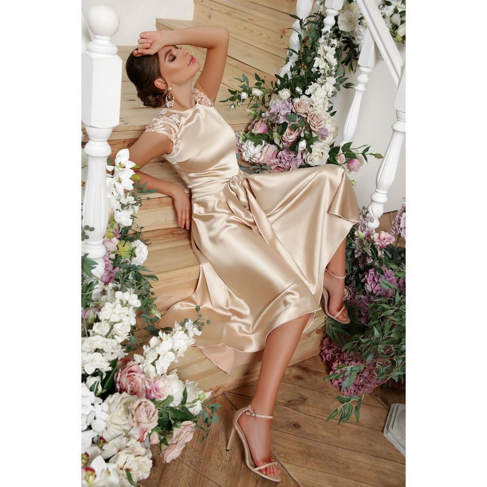 Нарядное атласное платье с удлиненной спинкой Нинель фото 4