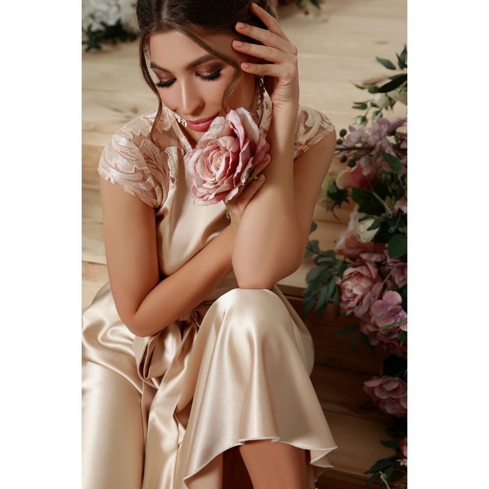 Нарядное атласное платье с удлиненной спинкой Нинель фото 5