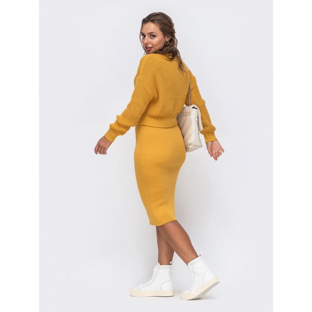Горчичный комплект из акрила: свитер и юбка-миди фото 2