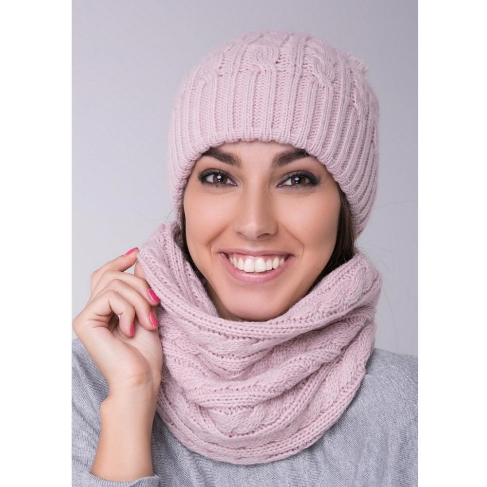 Красивая женская шапка фото 1